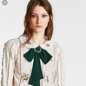Zara necklace with brooch green sold out online